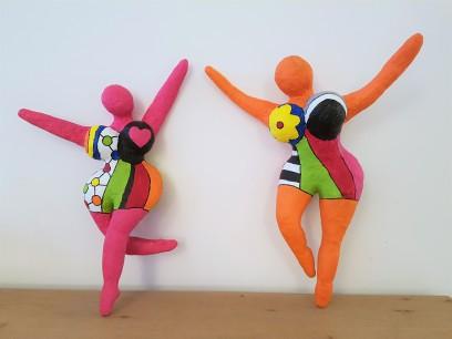 danseuses-nikki-saint-phalle-papier-mache-sculpture-1