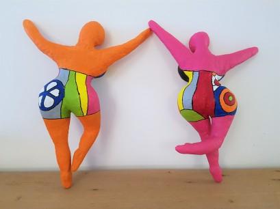 danseuses-nikki-saint-phalle-papier-mache-sculpture-2