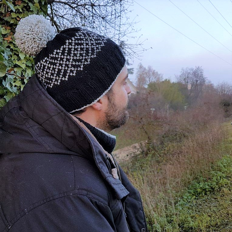 makerist-bonnet-snood-jacquard-tricot-homme-6