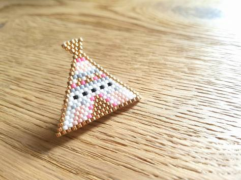 broche perles miyuki beads tipis perles and co rose moustache brick stitch peyote bijoux accessoire vieille morue 2