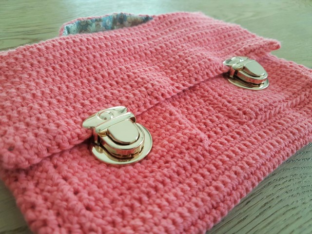 426e7aa772 vieille morue mini cartable trousse pochette crochet maille serrée isabelle  kessedjian mondial tissu rico design coton 1 – Le blog de Vieille Morue ...