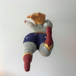 wonder super woman papier maché sculpture peinture vieille morue 13