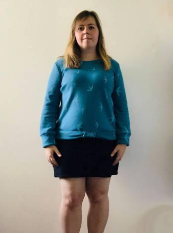 so sweet sweat delphine et morissette couture patron tissu bleu motif oiseau vieille morue 1 (2)