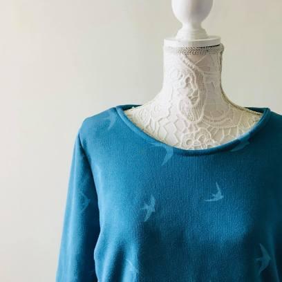so sweet sweat delphine et morissette couture patron tissu bleu motif oiseau vieille morue 12