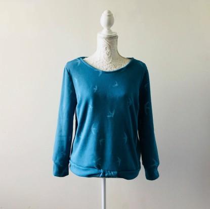 so sweet sweat delphine et morissette couture patron tissu bleu motif oiseau vieille morue 14
