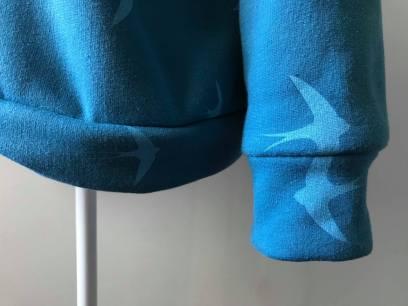 so sweet sweat delphine et morissette couture patron tissu bleu motif oiseau vieille morue 9