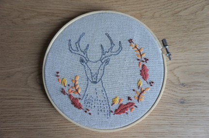 patience et petits points broderie embroidery sweet automne autumn vieille morue cerf deer feuille 1