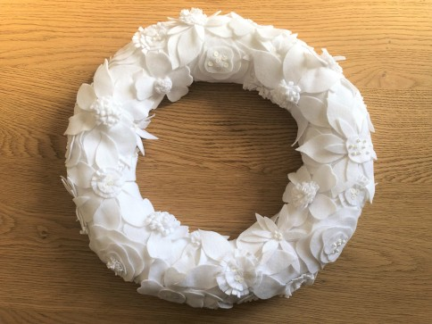 purl soho winter wreath christmas sew sewing embroidery couronne noël hiver couture feutrine broderie sequin perles vieille morue 1
