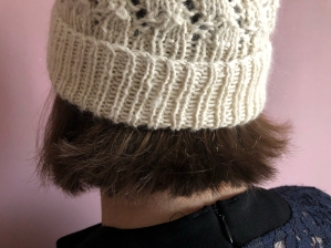bonnet dentelle phildar the wool cat collaboration kit tricot alpaga laine dentelle lace hat knit vieille morue 1