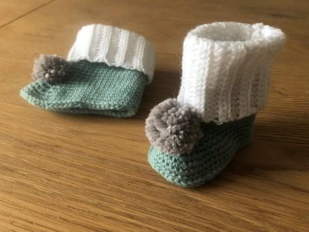 mollie makes lakeside loops hors série noël 15 chaussons color block bébé layette enfant rico design baby classic dk vieille morue 2