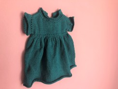 vieille morue phildar lambswool emeraude robe isis layette tricot crochet 6 mois automne hiver 2