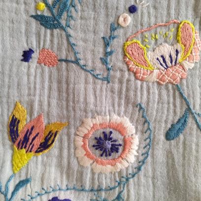 artesane jupe brodée je brode le printemps e l'été martine biessy fleur broderie vieille morue 5