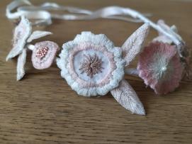 headband couronne fleurs brodées broderie artesane atelier by martine biessy au ver à soie vieille morue 7