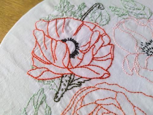 atelier hoop trois fleurs pivoine coquelicot rose broderie embroidery débutant dmc vieille morue 1