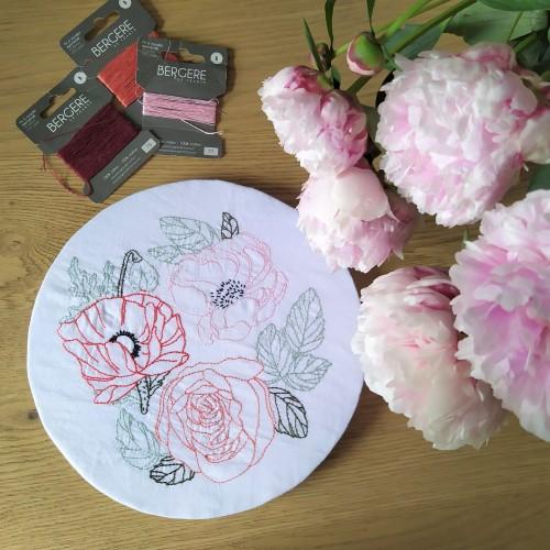 atelier hoop trois fleurs pivoine coquelicot rose broderie embroidery débutant dmc vieille morue 5